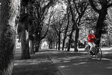 Radfahrer in Rot von Gerando Sinke Hobbyfotografie