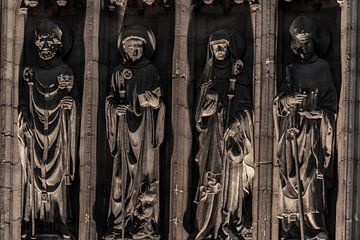 Religie beelden op een rij. van Brian Morgan