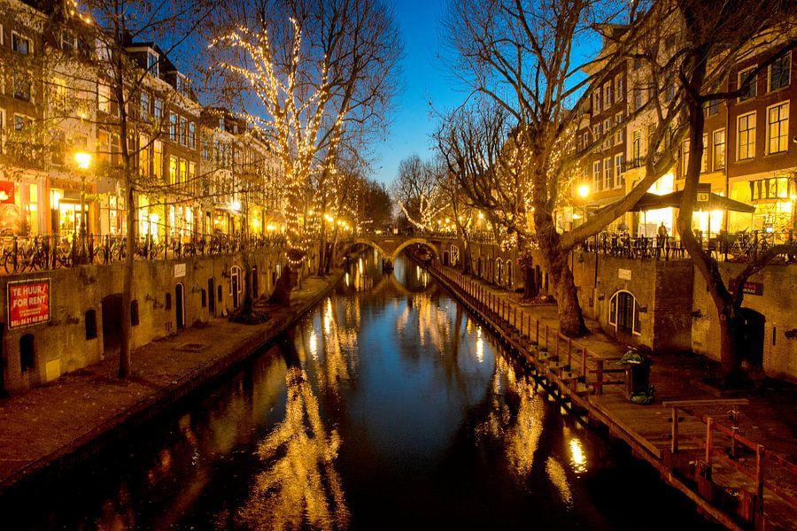 Utrecht oudegracht in kerstverlichting van Paul Piebinga