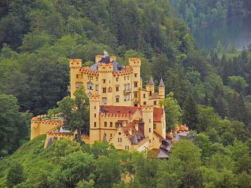 Hohenschwangau, a beautiful castle van Ben Hoftijzer