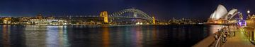 Sydney Harbour by night van