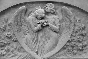 Hart met twee engeltjes van Joost Adriaanse