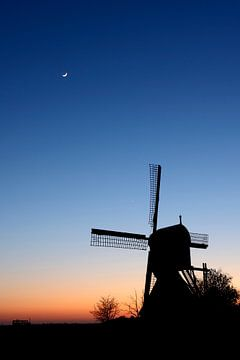 Poldermolen net na zonsondergang von Mark Leeman
