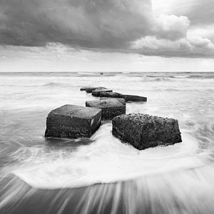 Des rochers dans le ressac