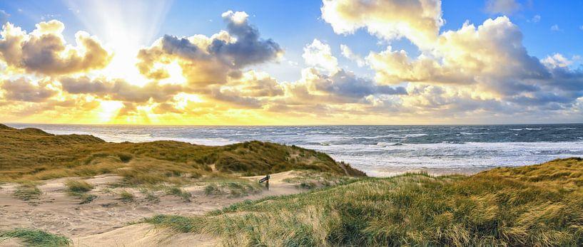 Panorama foto zonsondergang op strand van Texel / Panoramic photo sunset Texel beach van Justin Sinner Pictures ( Fotograaf op Texel)
