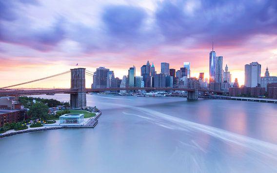 Skyline New York City bij zonsondergang