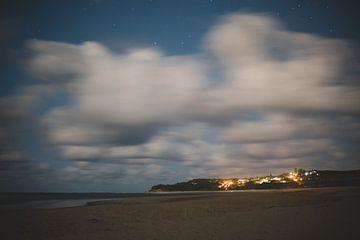 de stad in de nacht van Ennio Brehm