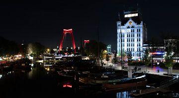 Het witte huis en Willemsbrug 's nachts van MK Audio Video Fotografie