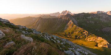 Warmes Licht in den Vorarlberger Bergen von Denis Feiner