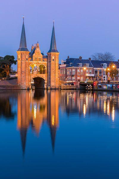 La porte de l'eau à Sneek, en Frise, aux Pays-Bas sur Henk Meijer Photography