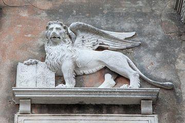 Wapen met leeuw en bijbel van Ventie, Italie van Joost Adriaanse