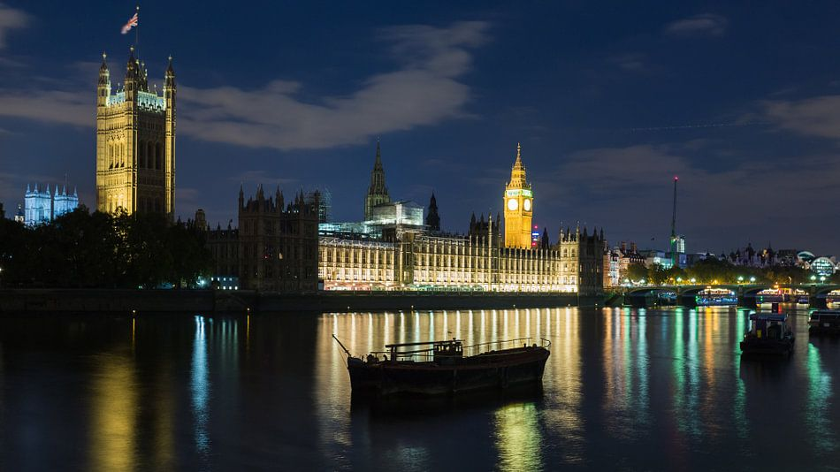 Parliament by night van Scott McQuaide
