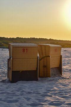 Twee strandstoelen Oostzee Duitsland van Hermineke Pijls