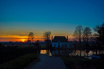 Zonsondergang in Overschie (Rotterdam) van Fred Leeflang