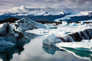 Gletsjerijs IJsland van Samantha Schoenmakers