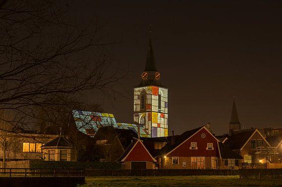 Mondriaan verlichting op de kerktoren van Winterswijk van Tonko Oosterink