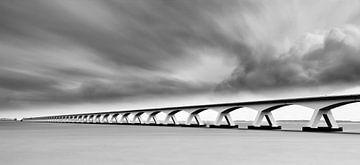 Die Zeelandbrücke in Schwarz-Weiß