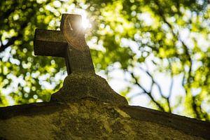 Deels afgebroken kruis van