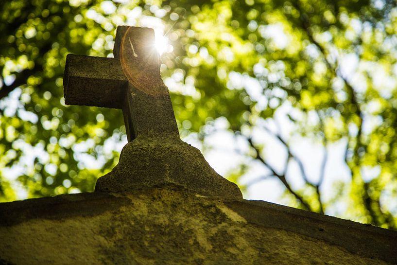 Deels afgebroken kruis van Melvin Erné