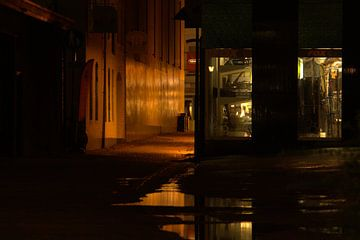 Steegje in de avond von Nella van Zalk