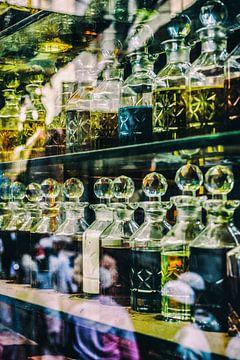 Parfumwinkel in Nizamudin, New Delhi van Leonie Broekstra