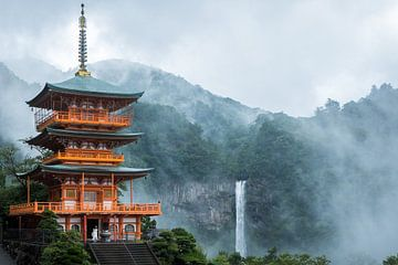 Pagode langs  Kumano Kodo pelgrimspad in Japan van Ralph Rozema