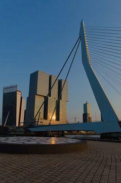 Erasmusbrug samen met KPN gebouw en Nhow Hotel Rotterdam van Sebastiaan van Hattum