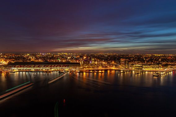 Blauwe uurtje boven Amsterdam Centraal