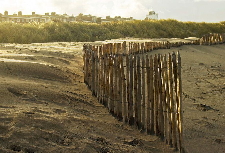 paaltjes op het strand van katwijk
