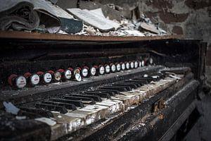 Piano in vervallen staat van