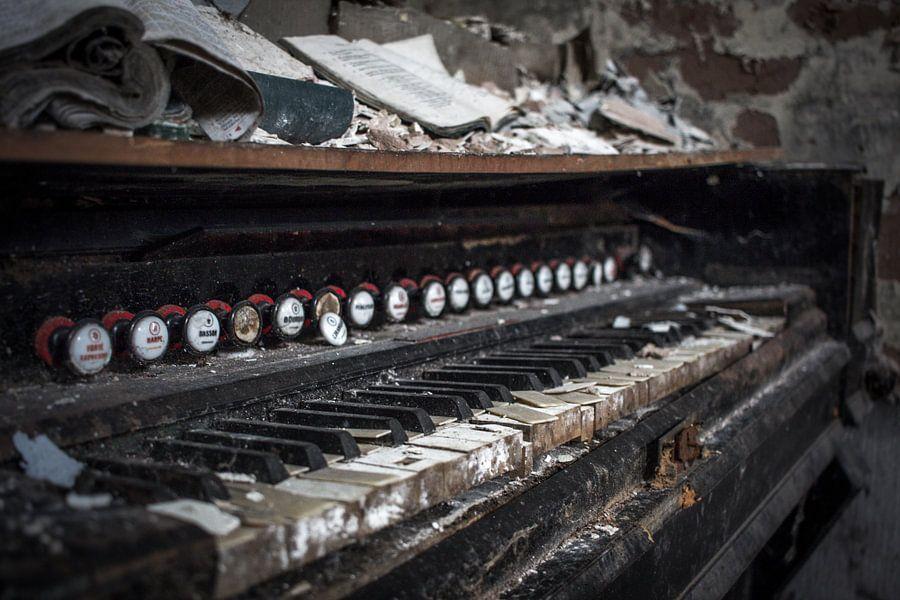 Piano in vervallen staat