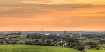 Zonsondergang bij Vijlen in Zuid-Limburg von John Kreukniet