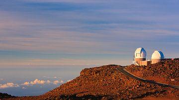 Astronomische Teleskope auf dem Haleakala-Vulkan, Maui, Hawaii von Henk Meijer Photography