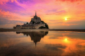 Zonsondergang met reflectie bij Mont Saint-Michel sur Dennis van de Water