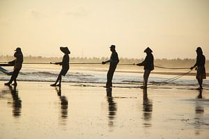 Traditionele vissers in Indonesië van Jesper Boot
