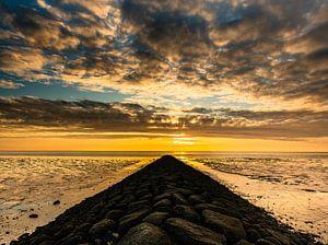 dreigende wolken op de waddenzee van Jan Peter Nagel