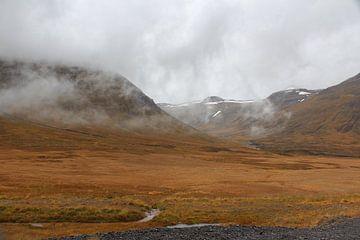 Mist in de bergen van Noord-IJsland van Map of Joy