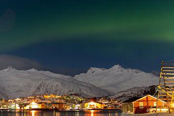 Faibles aurores boréales au-dessus du Svolvaer sur Ken Costers
