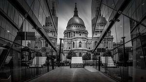 Zwart-Wit: spiegelbeelden van St. Paul's Kathedraal