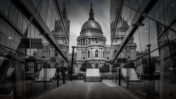 Schwarz-Weiß: Spiegelbilder der St. Paul's Cathedral von Rene Siebring