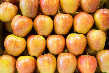 appel, fruit, oranje, rood, markt van Leo van Maanen