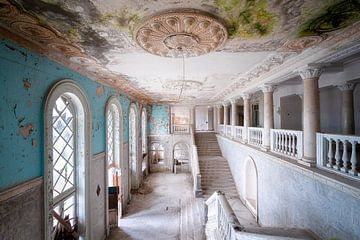 Riesige verlassene Treppe. von Roman Robroek