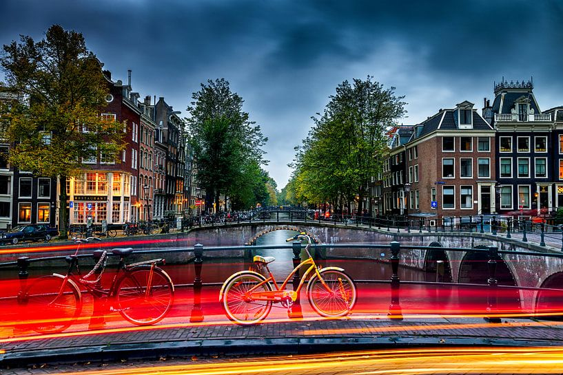 Amsterdam Autumn night  van Angel Flores