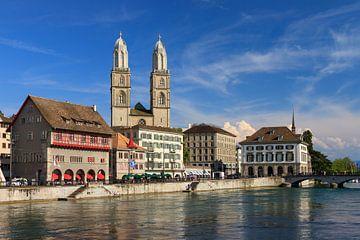 Zurich aan de Limmat in de zomer von Dennis van de Water