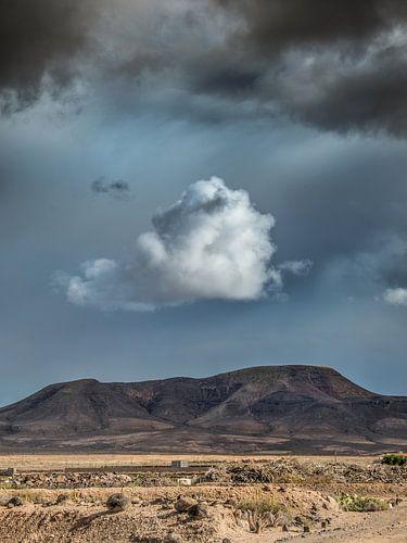 Fuerteventura wolkenlucht tijdens een subtropische winterbui van Harrie Muis