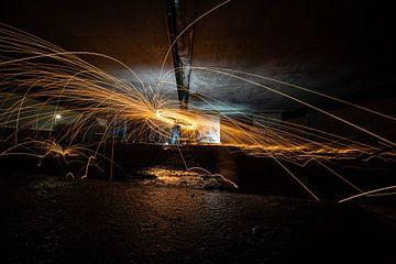Lightpainting met rondvliegende vuurwerk van Fotografiecor .nl