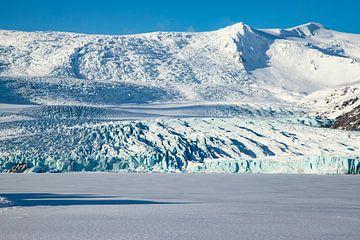 IJsland landschap. Jökulsárlón, Diamond Beach en de Vatnajökullgletsjer van Gert Hilbink