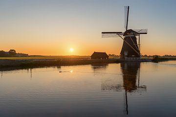 Zonsopkomst bij de windmolen van Maikel Brands