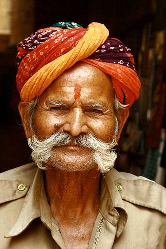 Winkelier  in Jaisalmer van Rosemarijn Groenink