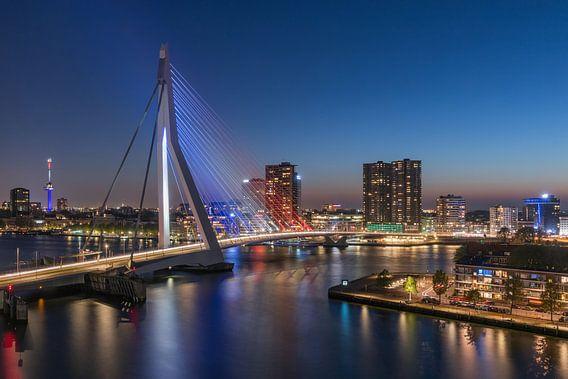 De Erasmusbrug in Rotterdam in Rood, Wit, Blauw  van MS Fotografie